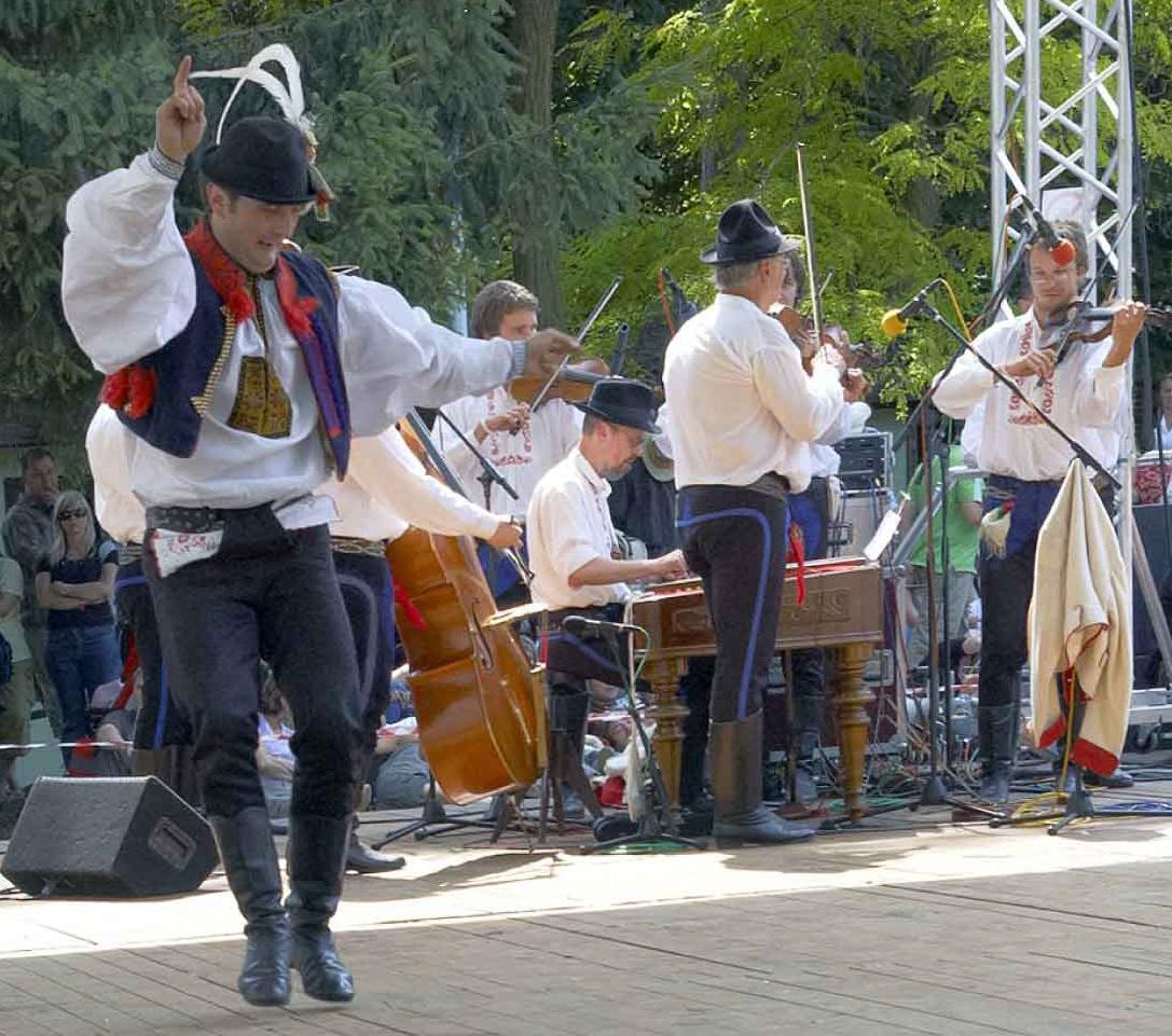 """Fotorevue 181 – Mezinárodní folklorní festival """"Strážnice 2010"""""""